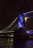 torn för brolondon natt Arkivbild