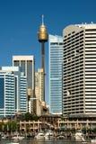 torn för byggnadscentrepointstad Arkivbilder