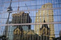 torn för cn-konstruktionsreflexion Arkivfoto