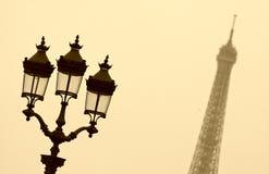 torn för eiffel lampgata Royaltyfri Foto