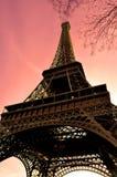 torn för eiffel skysolsken Arkivfoto