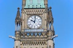 torn för fred för byggnadsottawa parlament Royaltyfria Bilder