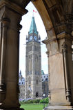torn för fred för byggnadsottawa parlament Arkivbilder