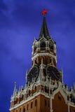 torn för fyrkant för spasskaya för kremlin moscow natt rött Royaltyfria Bilder