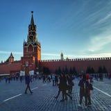 torn för fyrkant för spasskaya för kremlin moscow natt rött royaltyfri fotografi