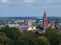 torn för katolsk kyrkamaastricht Nederländerna Royaltyfri Fotografi