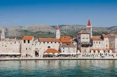 Torn för KroatienTrogir rött klocka Arkivfoto