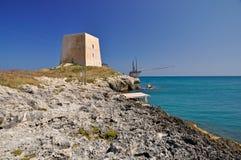 torn för kustgarganoutkik Arkivbilder