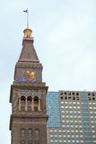 torn för modernt kontor för byggnadsklocka gammalt arkivfoton