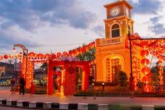 Torn för Surin rondellklocka i den skymningPhuket staden, Thailand royaltyfri fotografi