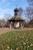 Torn för Tid flugaklocka, Kensington trädgårdar arkivfoton