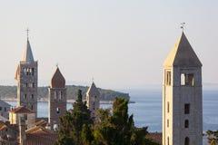 Torn fyra av staden Rab i Kroatien royaltyfri fotografi