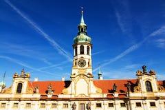Torn med klockor av loretaen Arkivfoto