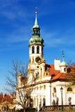 Torn med klockor av loretaen Arkivbild