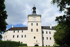 Torn med klockor på slotten Breznice Royaltyfria Foton