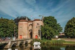 Torn med porten till centret av Bruges Fotografering för Bildbyråer