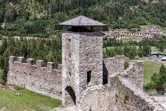 Torn och bastioner av en stenfästning arkivfoton