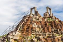 Torn och gallerier i Angkor Thom, Baphuon tempel royaltyfri bild
