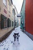 Torna Iela i Riga den gamla staden i vintern arkivfoton