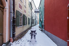 Torna Iela i Riga den gamla staden i vintern arkivbild