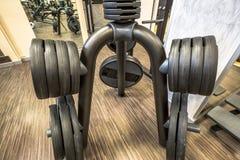 Torna mais pesados barbells Fotos de Stock