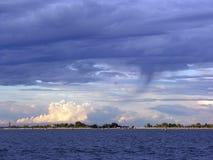 Tornade au-dessus de lagune de Venise Photo stock