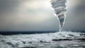 Tornade puissante de tornade au-dessus d'océan orageux images stock