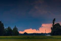 Tornadic在领域的超级单体风暴,立陶宛,欧洲 免版税库存照片