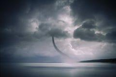 Tornado über dem Ozean Stockfotografie