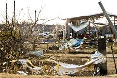 Tornado beschädigt Industriegebäude Stockfotos