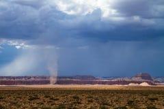 Tornado op de weg stock foto