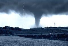 Tornado op het land Stock Foto's