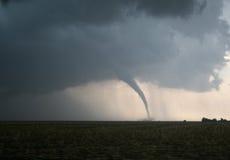Tornado peligroso en los llanos Foto de archivo libre de regalías