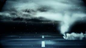 Tornado que sopla sobre el camino durante tormenta almacen de metraje de vídeo