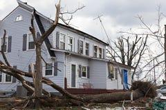 Tornadonachmahd in Henryville, Indiana Stockbild