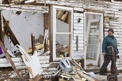 Tornadonachmahd in Henryville, Indiana Stockfotos