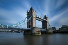 Tornbro över flodThemsen Royaltyfri Bild