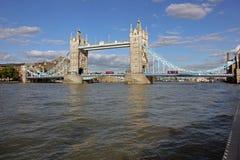 Tornbro över flodThemsen, London, England Arkivfoto