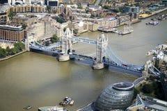 Tornbro överkanten av skärvan royaltyfri foto