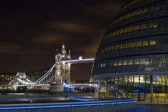 Tornbro från Southbanken Arkivfoto