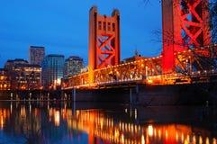 Tornbro och i stadens centrum Sacramento Arkivfoton