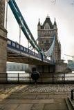 Tornbro och livboj arkivfoton