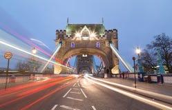 Tornbro och trafik arkivfoton