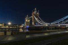 Tornbro på natten Royaltyfri Fotografi