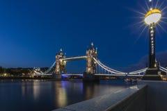 Tornbro på natten Royaltyfri Foto