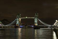 Tornbro på natten i London Förenade kungariket Royaltyfri Foto
