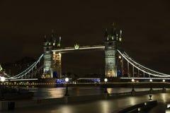 Tornbro på natten i London Förenade kungariket Royaltyfria Bilder