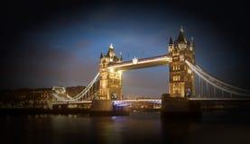 Tornbro på natten, London Royaltyfri Fotografi