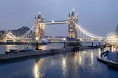 Tornbro på natten, London, UK Royaltyfri Fotografi
