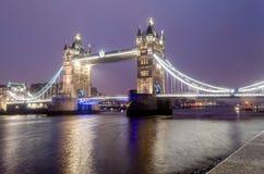 Tornbro på natten, London, UK Royaltyfri Foto